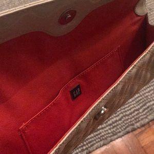 GAP Bags - Patent clutch